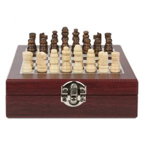 Wine set with chess